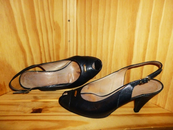 Don't make a PEEP  Vintage 80's Bruno Magli Navy Blue Leather PEEP Toe Slingback Pump shoes made in Italy (Size 6 B)