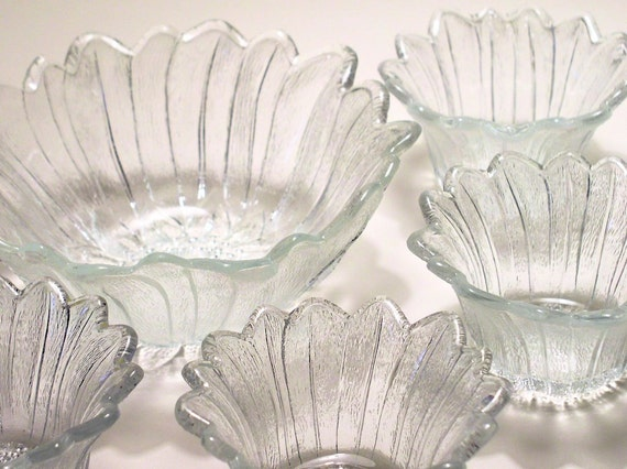Clear Glass Bowl Set with 4 Small Bowls Lotus Flower Excellent Condition