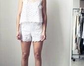 SALE 50% off (Regular 150) - Floral Eyelet Scallop Hem Shorts (M) White