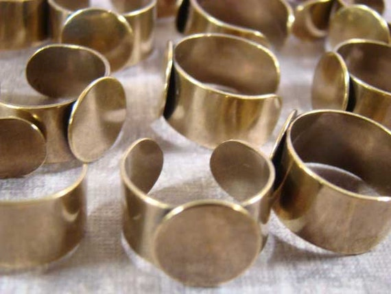 Half Dozen - Antique Brass Adjustable Ring With 13mm Gluing Pad