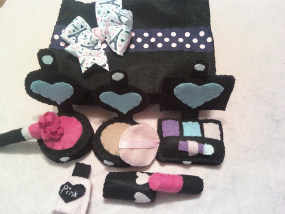 Pink and Black Paris Felt Make-up with New Eye Shadow