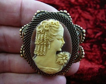 Lady with curls with flower on shoulder Cameo pinb pendant brass brooch cm48-8