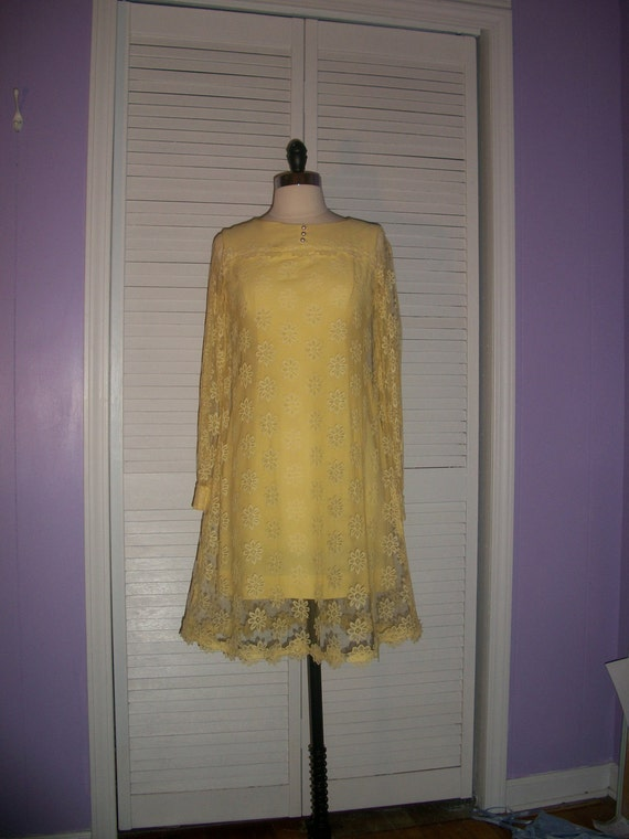 Vtg 1960s Mini Lacey Cocktail Pencil Shift Dress in 60s Yellow