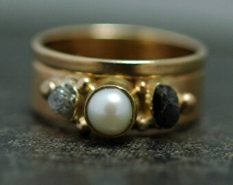 14k White or Yellow Gold Two Ring Bridal Set with Rough Diamonds and Pearl