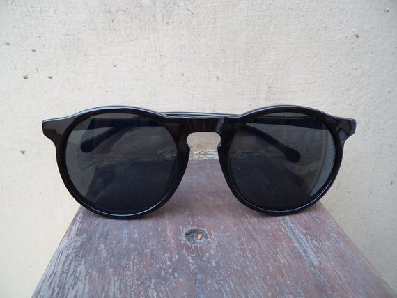 FREE SHIP black ONLY last pair round circle sunnies