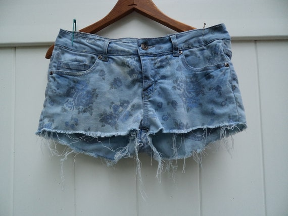 "FREE SHIP bleached faded floral cut off shorts 30"" low waist sz 28"
