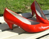 Vintage Vivid Red Pumps Size 7 1\/2