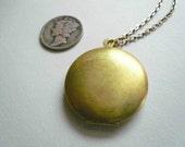 Plain locket Charm locket Gold locket necklace Simple locket Round locket Picture locket Medium hinged locket Personalized locket Gift