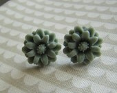 STORE CLOSING everything 75% off use coupon code STORECLOSING75  Gray Chrysanthemum Earrings