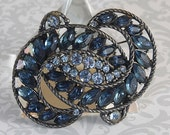 HOLLYCRAFT blue navy dark sapphire colored rhinestone and gun metal brooch VINTAGE