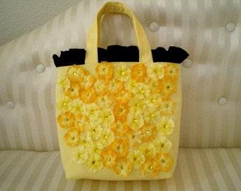 Sunshine Yellow Daisies Purse