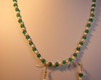 21 Inch Greeen And White Necklace With Earrings