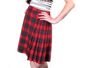80s Vintage Plaid Wrap Skirt Kilt with Fringe ..  size 10 12  .. 32 inch waist AL JEAN Red Green