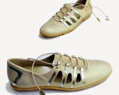 Olympic Gold Vintage Stuart Weitzman Pearly Gold Leather Metallic Trim Shoes 7.5 N