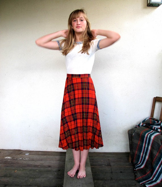 70s Pleated Plaid Skirt Changing Scene Japan size Jr 15 16 has 31 inch waist Soft Poly Rayon