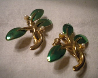 SALE Pair of Vintage Leaf Pins