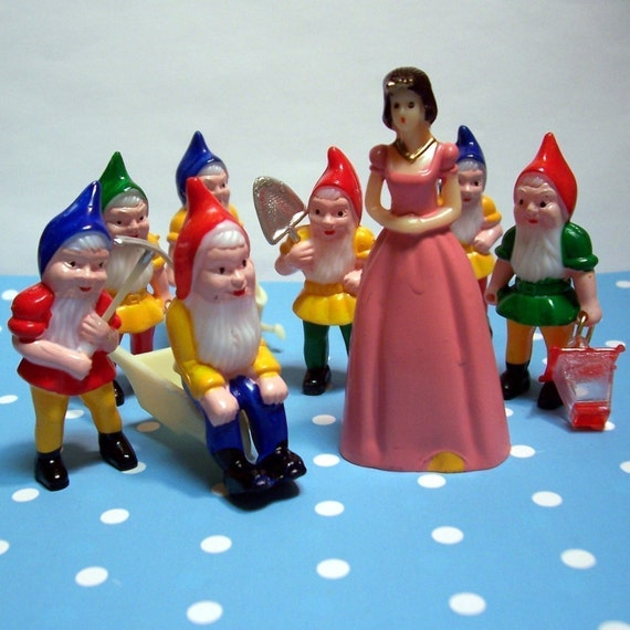 Snow White and Seven Dwarfs Cupcake Toppers