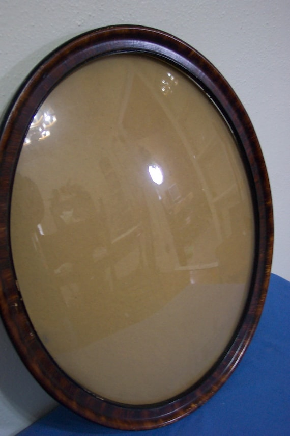 Oval Bubble Glass Picture Frame