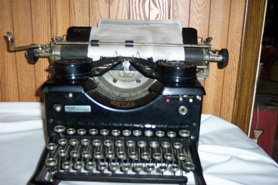 Antique Royal Typewriter 1920s