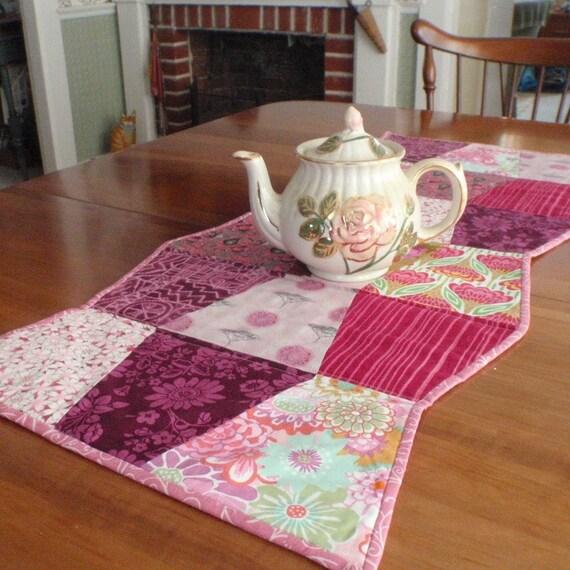 Pink Tumbler Table Runner