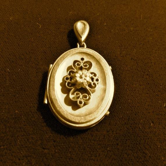 Antique Locket Victorian Gold Filled Locket Pendant