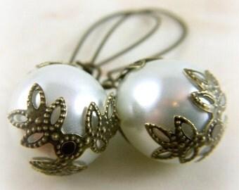 Teardrop Earrings - White Pearl Earrings - Bridal Earrings - Brides Earrings -  Wedding Jewelry - Pearl Earrings - Pearl Drop Earrings
