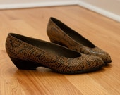 Reserved for ELOISE Vintage 1960s-1970s Stuart Weitzman for Mr. Seymour Sleek and Sexy Snakeskin Low Heel Pumps. Size 7