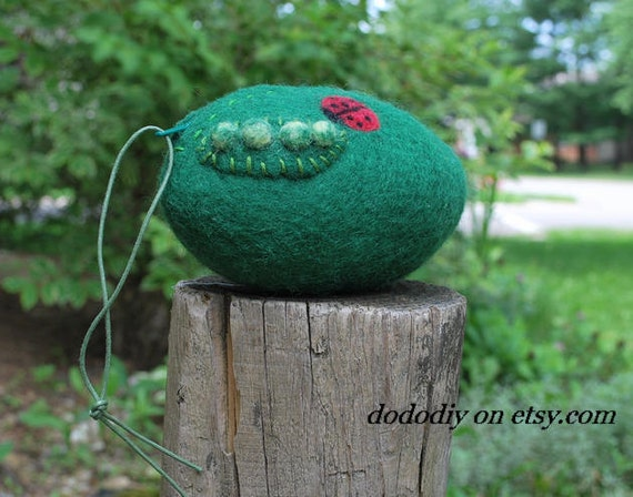 wool felted coin purse --Ladybug & pea
