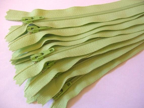 Ten 5 inch Apple Green YKK zippers - YKK color 041