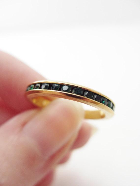 Vintage Gold Tone Signed Avon Eternity Emerald Green Rhinestone Ring Band