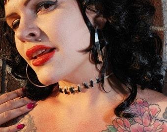 Stitches choker necklace  black stitch/GLOW