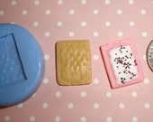 Kawaii Flexible Round Sweet Mini Pop Tart Toaster Pastry 17mm For light weight clay (paper, resin, scupley III, Fimo, Premo)