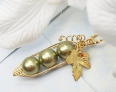 Three Peas In A Pod Gold Pendant  Necklace. Brides, Bridesmaids, friends, Sisters Mothers - Swarovski Pearls