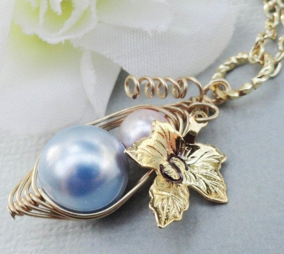 Mother And Child Personalized Gold Necklace  Choose the color Swarovski pearl.