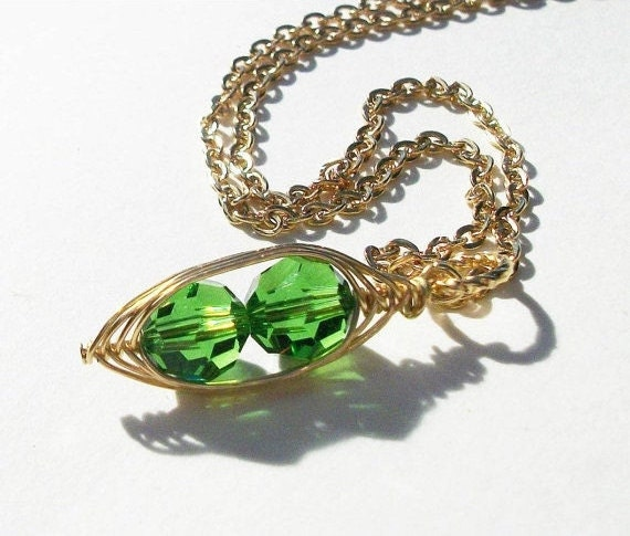 Two Peas In A Pod Necklace   Green Swarovski Crystals. Ideal Gift For Mom Grandma Or Sisters