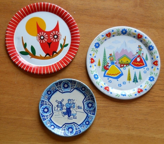 Vintage Childrens Metal Toy Dishes and Pan