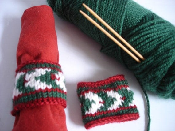 Christmas Knitting Patterns Easy : Easy CHRISTMAS HOLLY Napkin Ring PDF Knitting Pattern