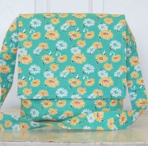 CLEARANCE Simple daisy messenger in minty aqua