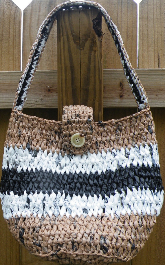 Crochet Plarn Tote Bag Pattern : PDF Crochet Pattern Round Carry-All Plarn by twooleydesigns