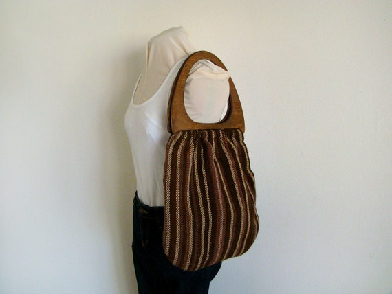 1970s brown handwoven large purse with large wood handles