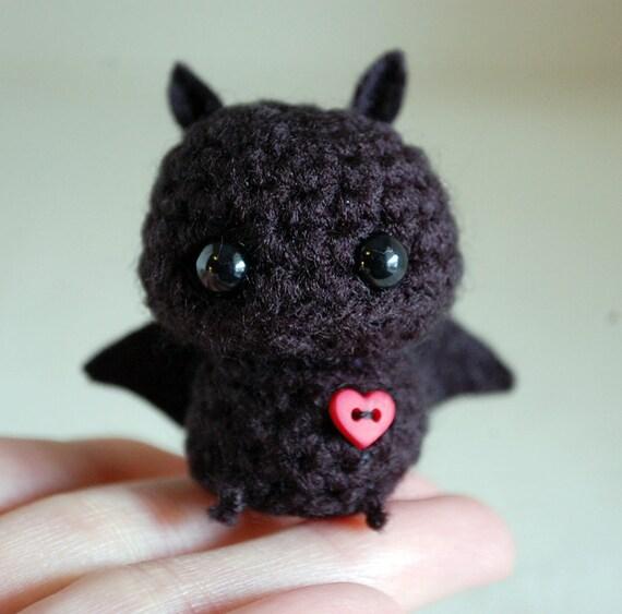 Amigurumi Bat Wings : Mini Amigurumi Black Bat Kawaii Halloween Decoration