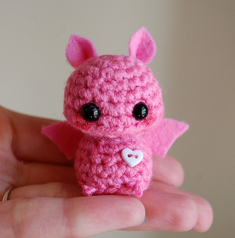 Amigurumi Askina Etsy : Pink Mini Bat Amigurumi Kawaii Halloween Decoration