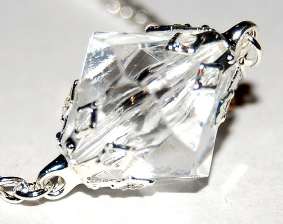 Smallville - Superman Inspired Lana Lang's Neutralized Kryptonite Necklace - Clear Acrylic