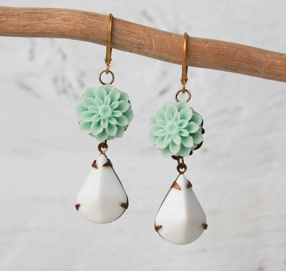 Earrings MINT GREEN Dahlia Flowers Vintage WHITE Glass