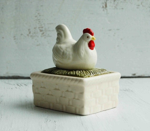 Vintage CHICKEN Porcelain Covered Box Nesting Hen Jewelry Box