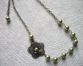 Amanda - Vintage Flower Necklace - Light Green Swarovski Pearls