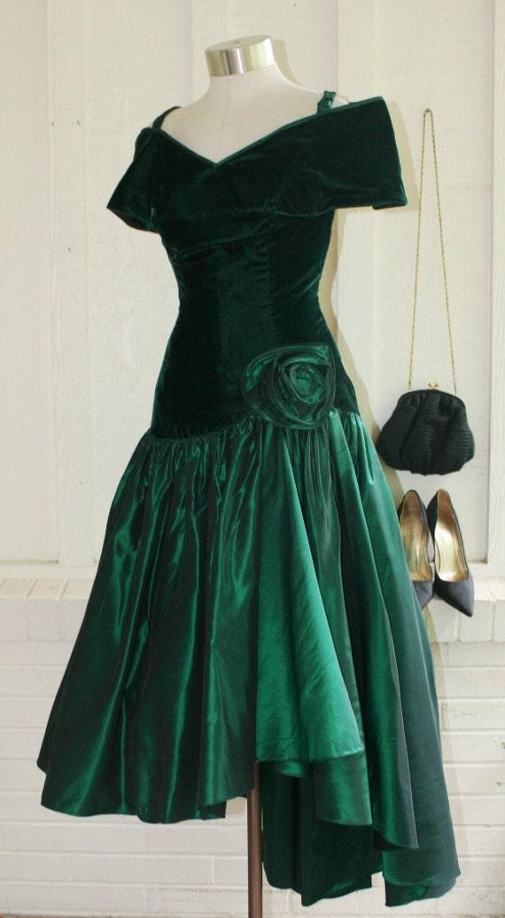 Flirt-a-licious - Circa 1980s - Emerald Green - Cocktail - Wedding - Prom