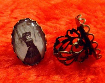 DEPARURE gothic big eye victorian girl in snow black and white adjustable RING by Nina Friday