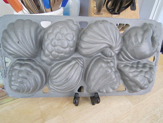 Cast Iron Baking Pan Seashell Shapes