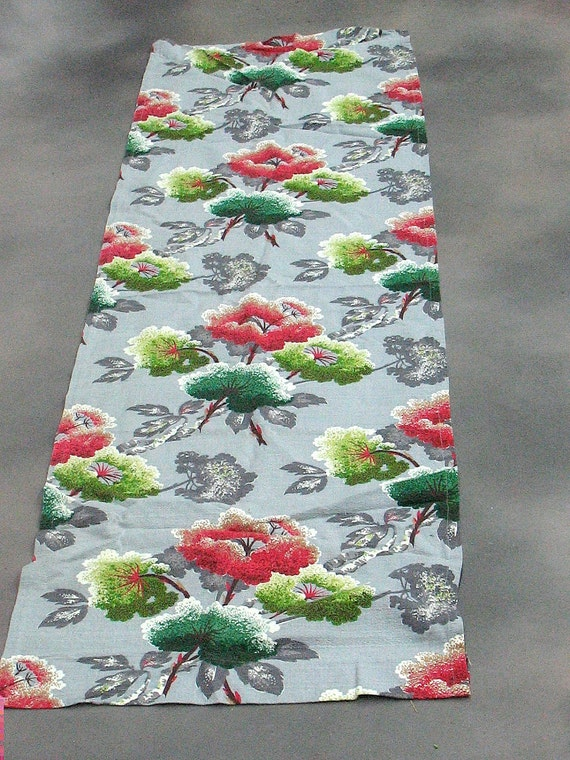 Vintage 50s barkcloth.  70 inches by 21.5 inches.